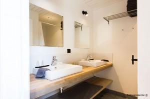 badkamer zolder dubbele lavabo en regendouche