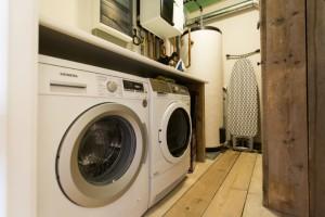 wasmachine en droogkast ter beschikking