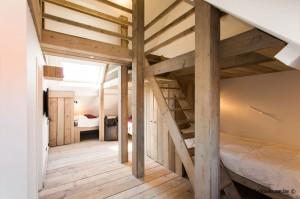 Slaapzolder met tv hoek en mezzanine vakantiehuis 16 personen Pannenstraat 120 | ZaligAanZee.be