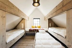Slaapzolder voor 6 kinderen in steigerhout Vakantiehuisje aan Zee ZaligAanZee.be