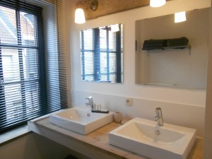 One of the 3 bathrooms of Pannenstraat 104 | Holiday Rentals ZaligAanZee.be