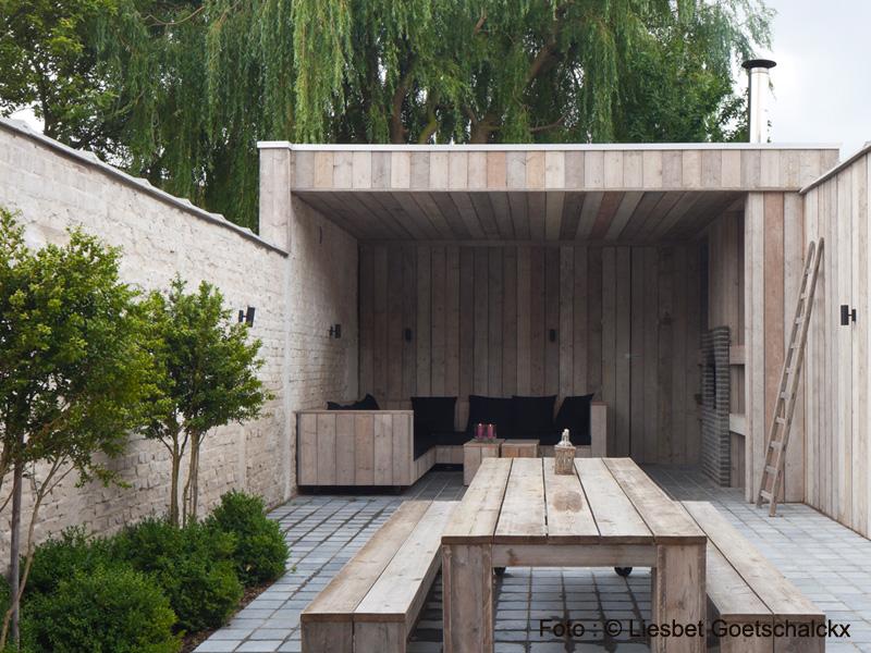 Zitbanken buiten tuin rondom moderne strakke villa tuinontwerp tuinarchitecten grasbank - Buiten terras model ...